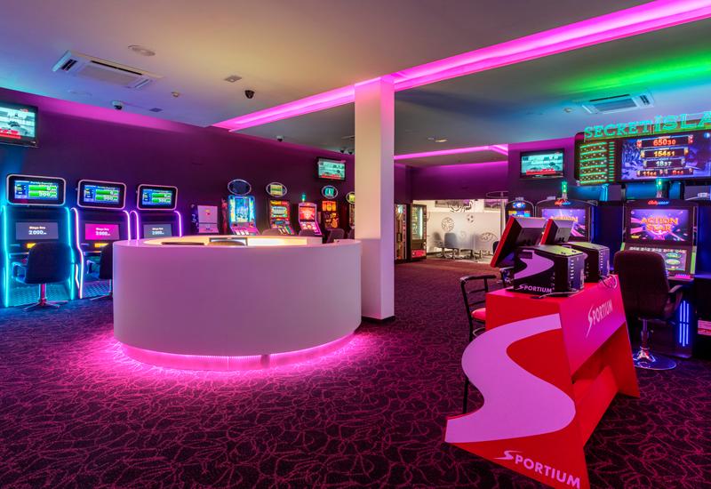 Recepción y máquinas recreativas Sala Maresme